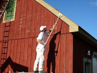 teindre un garage en bois naturel
