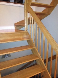 Escalier  Vernis Qc (8).JPG