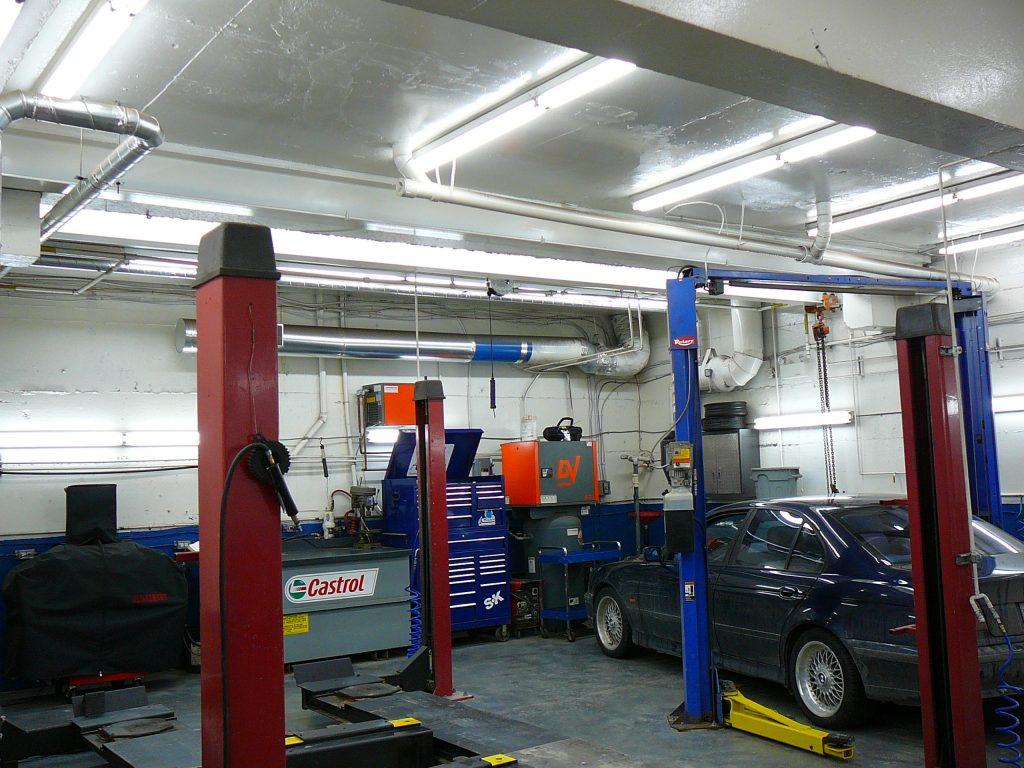 Peinture commerciale pour les entreprises comme ce garage for Garage interieur