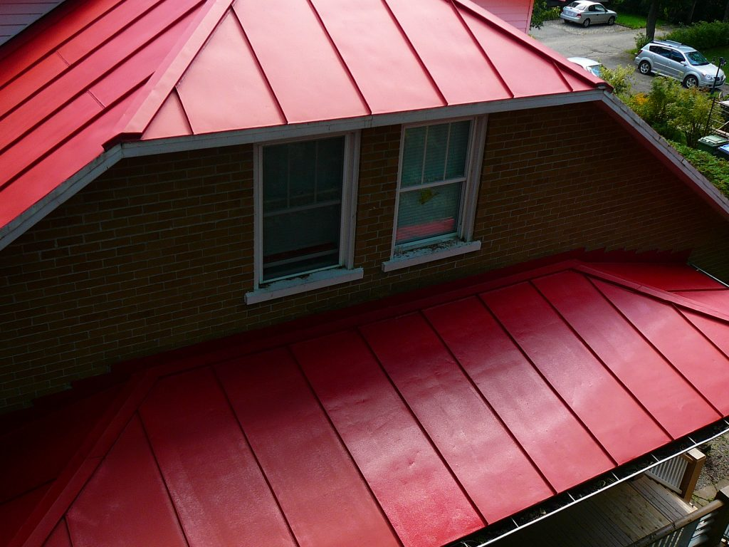 Peinture de toiture Québec, métallique, galvanisé, bardeaux, peintre spécialiste
