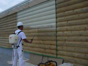 Entrepreneur peinture au vaporisateur extérieur
