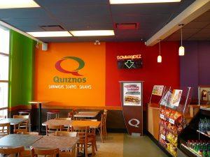 Tapisserie vinyle dans un restaurant - Quiznos Sub Laval
