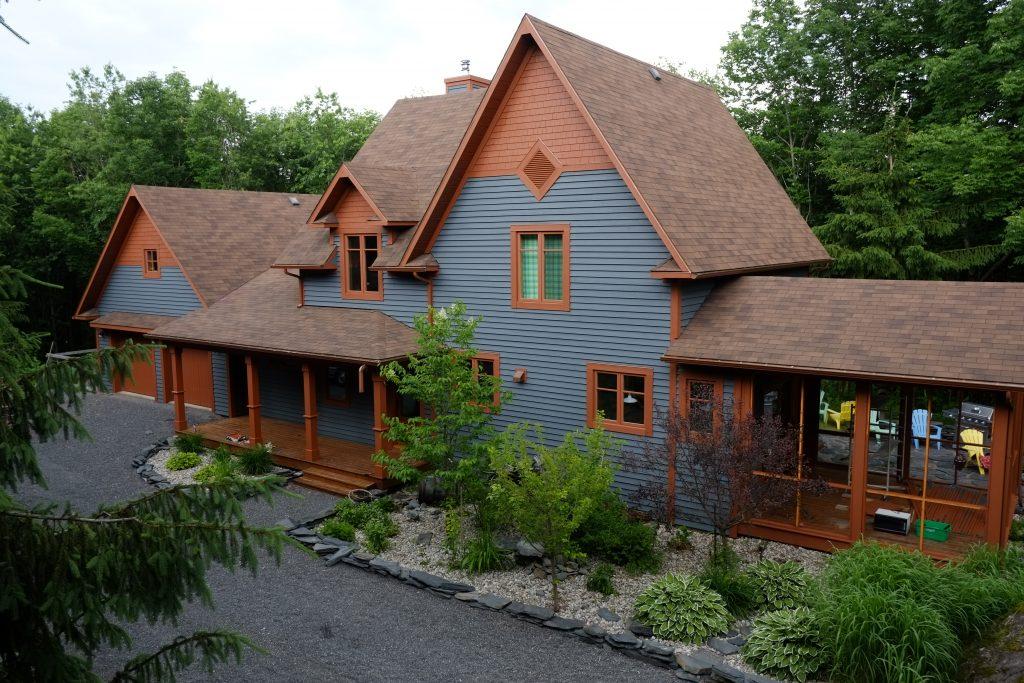 Trucs et conseils la peinture sur bois trait - Peinture sur brique exterieur ...