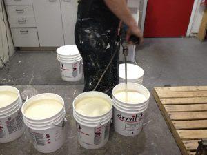 Peinture 100% acrylique Dryvit pour fondation de crépi