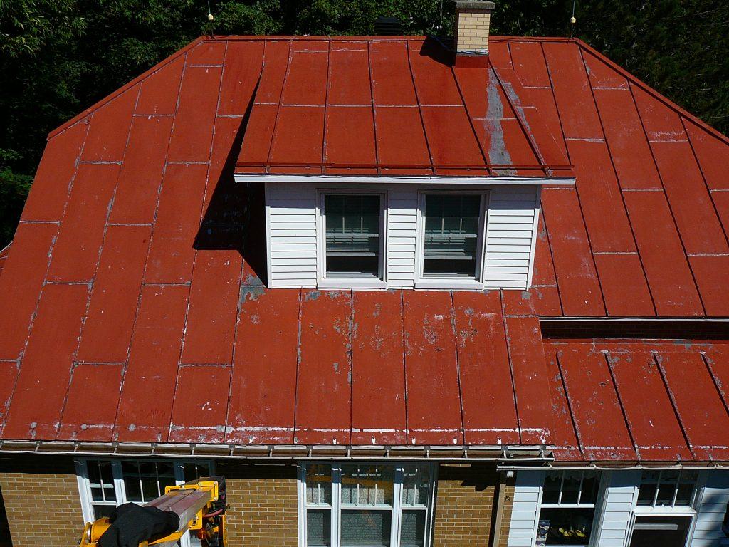 Peinture de toiture qu bec m tallique galvanis bardeaux peintre sp cialiste for Toiture metallique maison