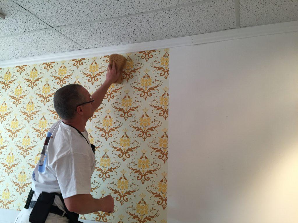 Poseur de tapisserie et papier peint trucs et conseils d for Poser de la tapisserie