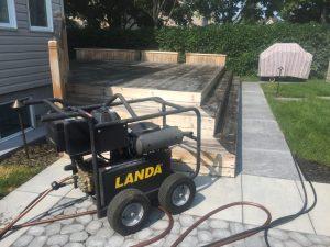 Lavage à pression sur patio et terrasse