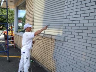 peinture au pulverisateur exterieur commercial