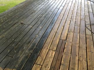 tache noire grise bois patio